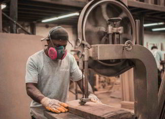 Industry calls for government support to fix declining apprenticeships